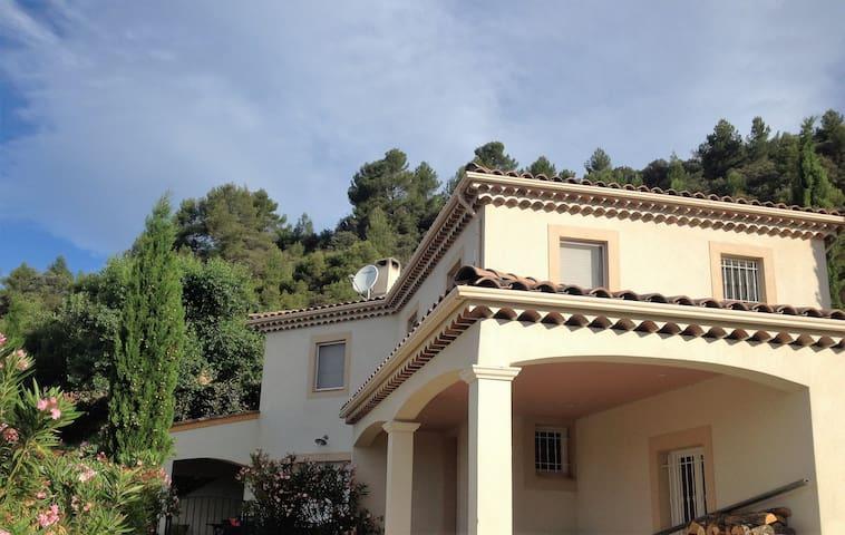 Villa au calme, au coeur de la Provence - Gréoux-les-Bains - วิลล่า