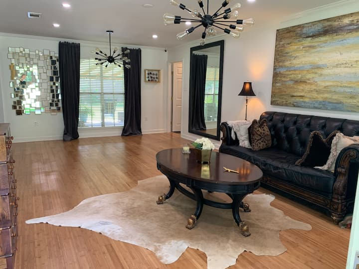 Shared house 1 mile from Hospitals/near LSU