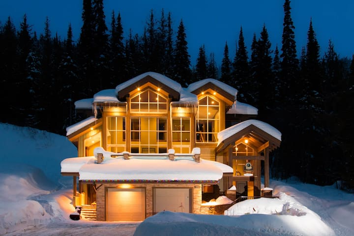 Ski In Luxury Family Chalet - Sun Peaks - Rumah