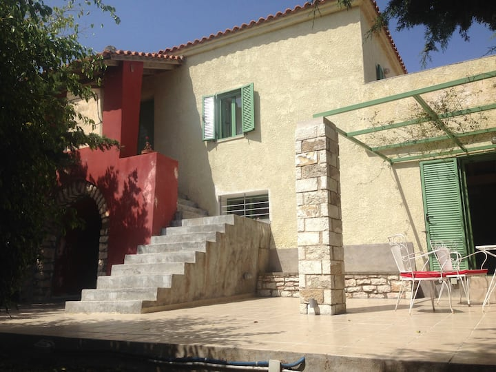 Spacious Villa with View 10 mins Walk to the Beach
