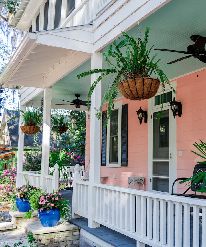 The charming Savannah House in Brooksville