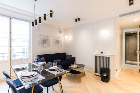 A Deluxe 1BR with Services in rue de Rivoli