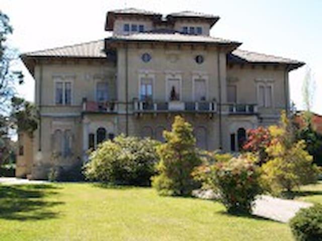 B&B in Villa Pichetta a Cossato Bi - Cossato - Гестхаус