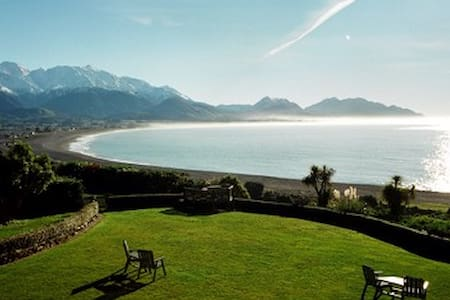 Quality B & B. Superb Ocean Views! - Kaikoura - Bed & Breakfast