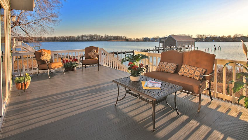 Beautiful Waterfront Home Sleeps 13 - Annapolis - Hus
