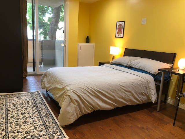 Private Room for 2 in Pasadena Condominium
