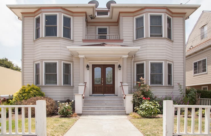 Beautiful, Spacious, 3 Bedroom Home - Alameda