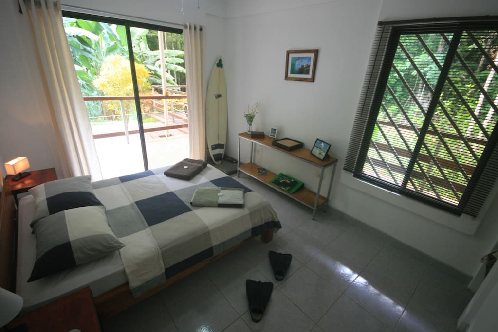 Double room with doors windows.