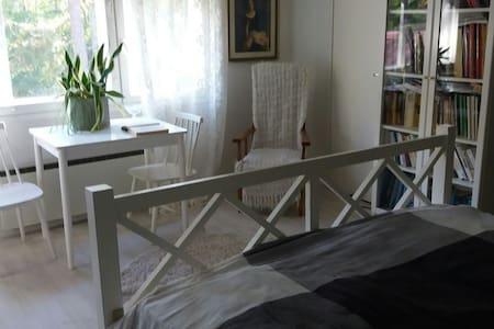 Huone ja wc omalla sisäänkäynnillä - Laukaa - Haus