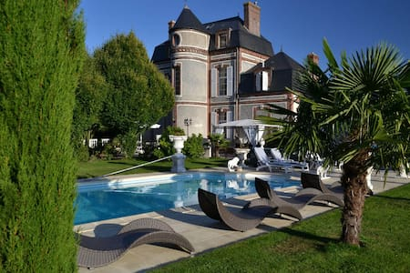Le Château du Mesnil - Chambres 2+2 - Bed & Breakfast