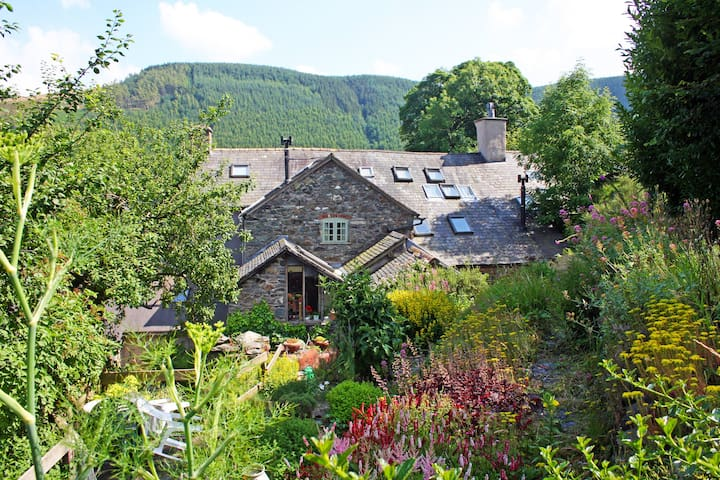 15 Century Farmhouse in mountains Nr Lake Vyrnwy