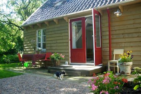 Sfeervol vakantiehuisje, Friesland - Kimswerd - Bed & Breakfast