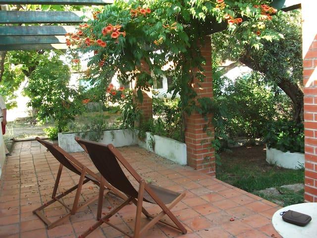 Casinha no Jardim/Casa da Caldeira - Outeiro da Cortiçada - Huis