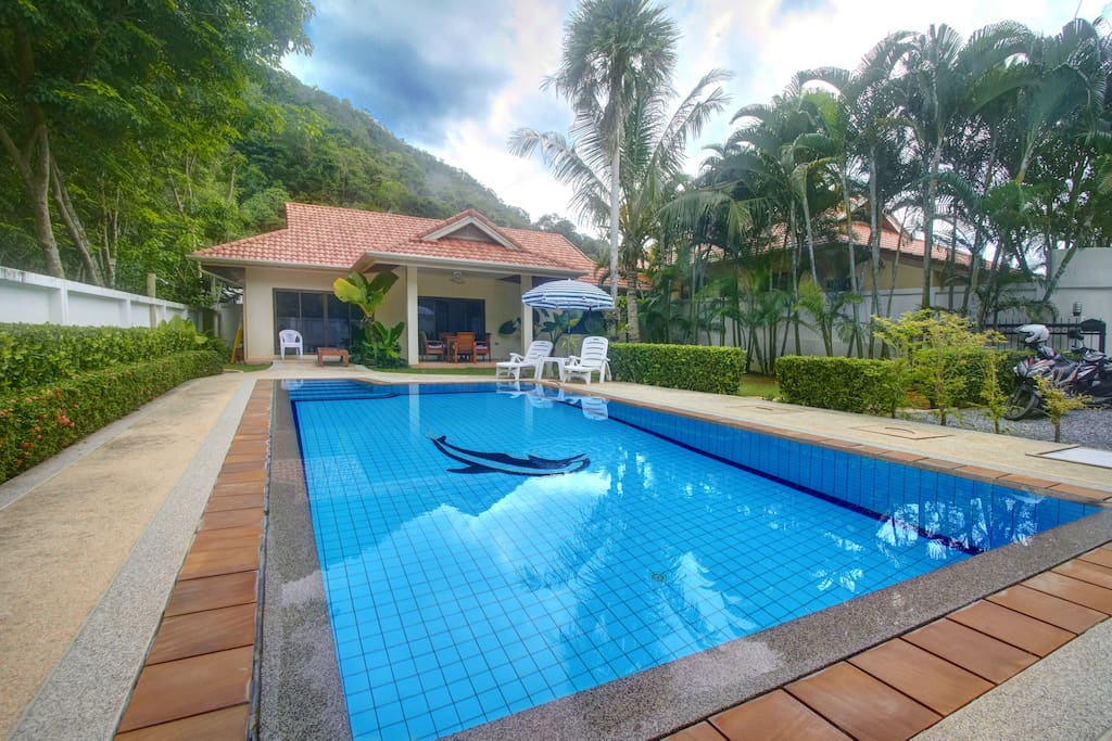 1 story villa with a nice garden, a big pool and small covered patio