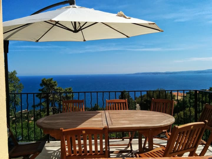 Villa with dazzling St Tropez seaview and pool