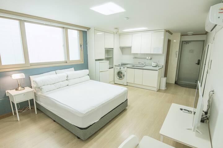 깔끔하고 아늑한 분위기의 디럭스 더블(Residence Room) 객실