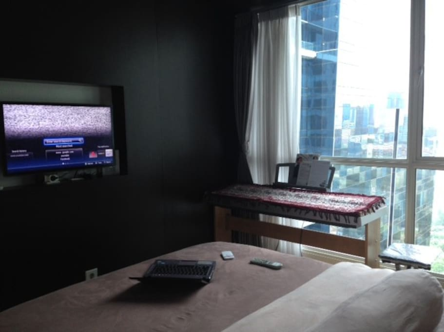 Fluffy bed for two, nice view overlooking the city plus a TV in the bedroom!
