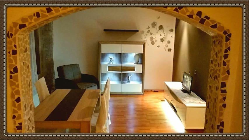 Schönes Ferienhaus oder Zimmer EZ / DZ mit Garten - Ilsede - House