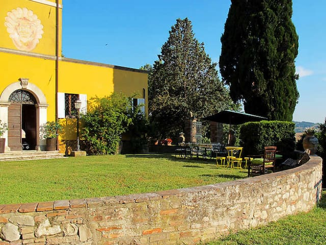 Historical Mansion in Todi