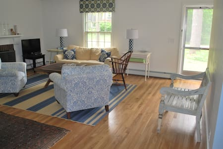 Nice Cottage with Crib Near Beach - Kennebunk