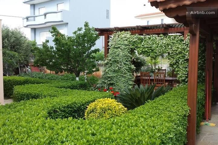 near airport, hospitality, sea view - Artemida - House
