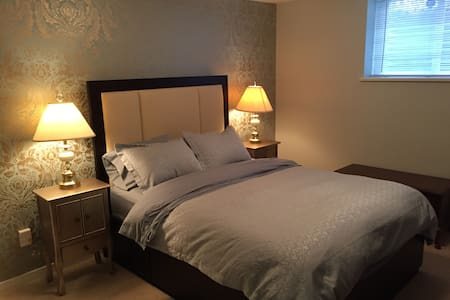 Beautiful Room in Amazing Port Moody - Ház