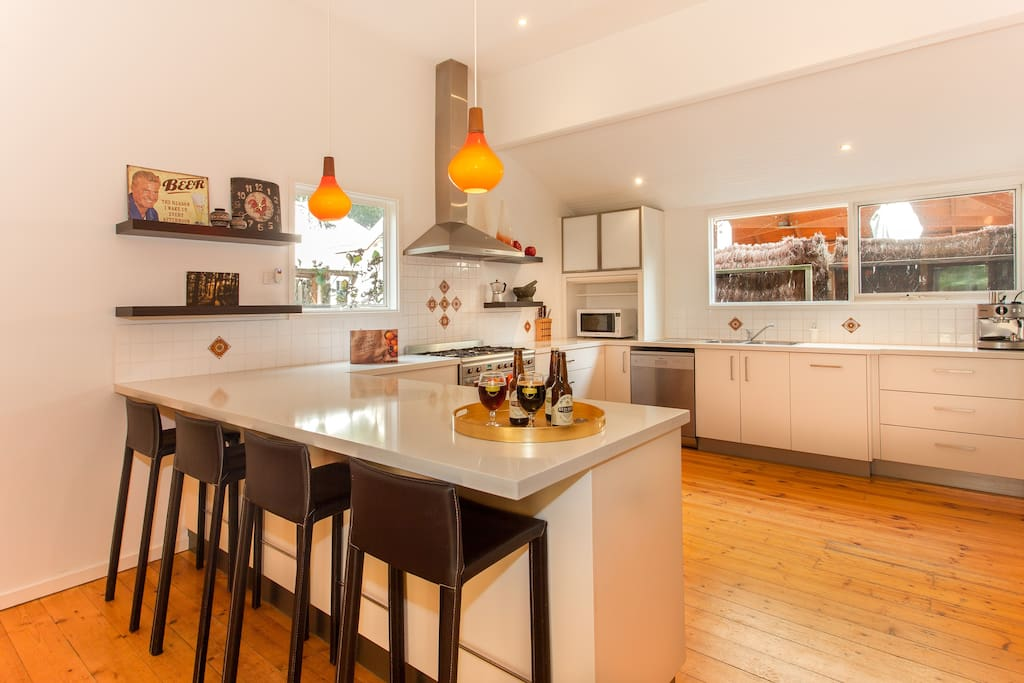 Stunning huge modern kitchen perfect for entertaining
