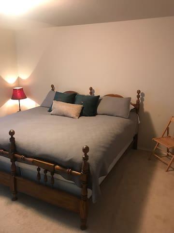 Wonderful home (3 bdr, 2 bth) cozy!