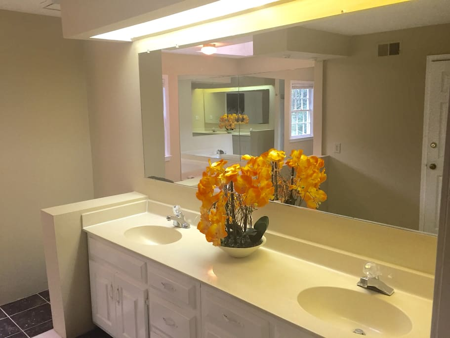 Huge Master Bath w/ large closets, 2 -sinks & soaking tub!