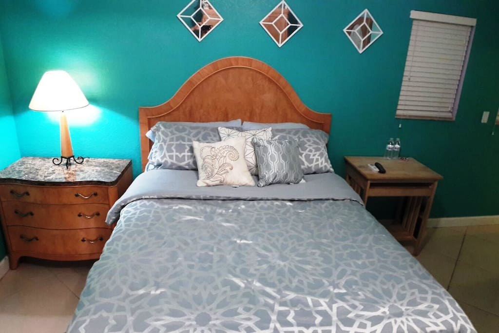 Warm and inviting, the bedroom has a super-comfortable Queen sized bed piled high with pillows - perfect for diving into after long shopping or beach day!