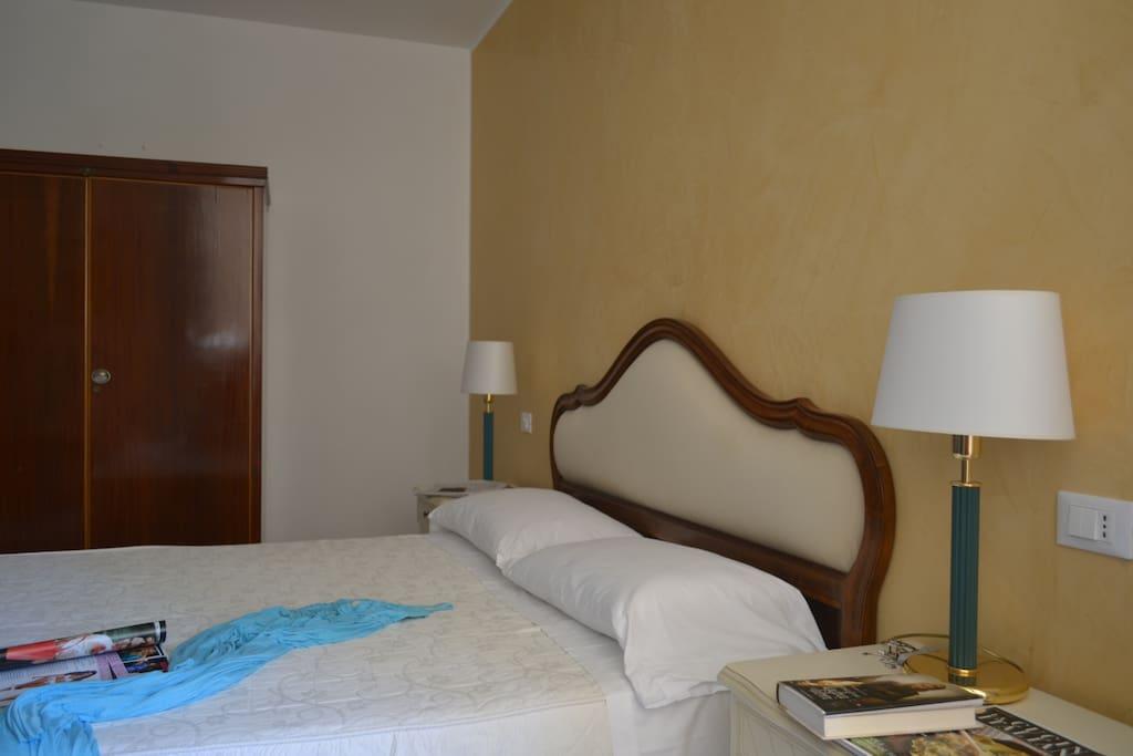 Grand chambre spacieuse confortable appartements louer for Louer une chambre sans fenetre