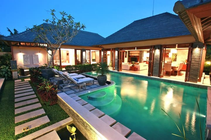 Beautiful Balines modern style vila - North Kuta