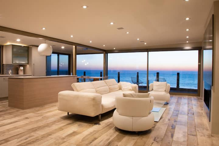 Refurbished Hi-Tech Hideaway bordering the ocean and simply magnificent