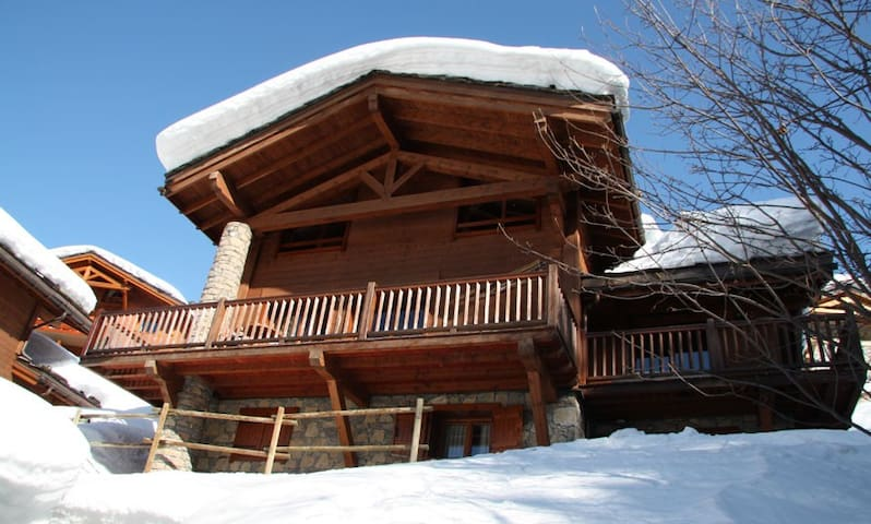 5 bedroom chalet - 10 guests - heart of St Foy