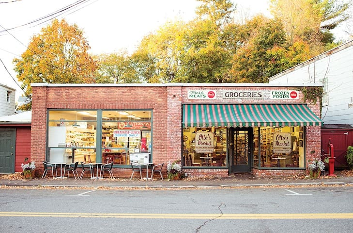 Otto's market in Germantown is another awesome little food shop where you can pick up a sandwich to take on a hike.