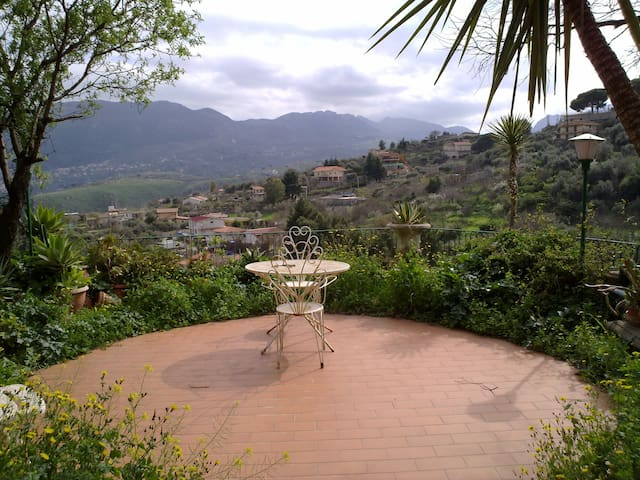 AMAZING VIEW IN THE CONTRYSIDE. - palermo - Casa