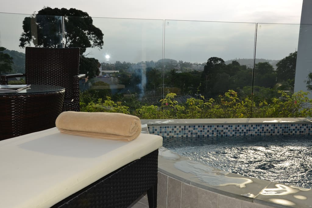 sea view private jacuzzi on balcony serviced flats for. Black Bedroom Furniture Sets. Home Design Ideas