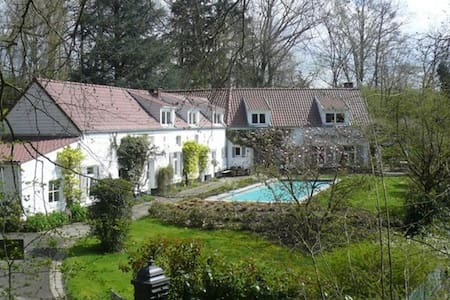 Maison d'hôtes La Marache Chambre 1 - Lasne - Villa