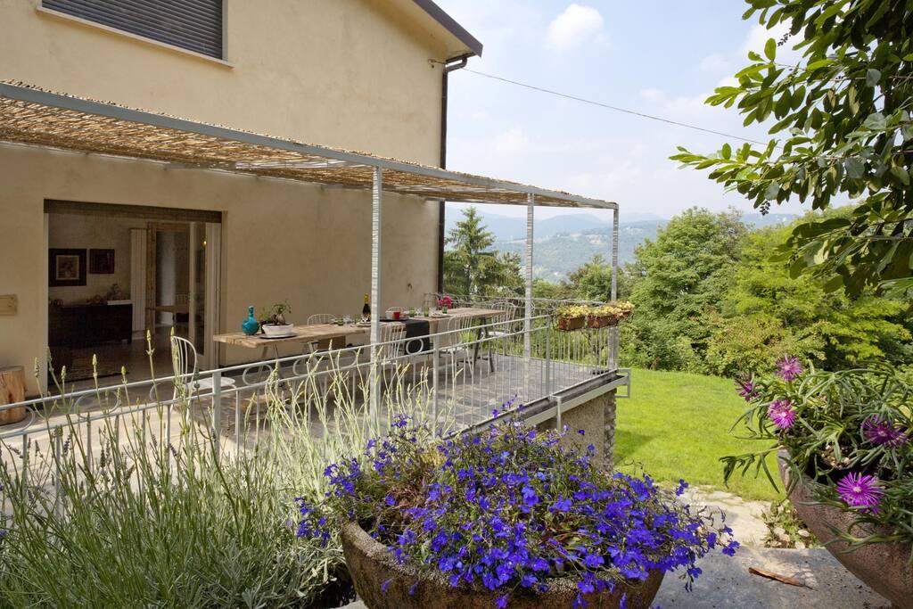 Villa immersa nella tranquillit e pace bergamo ville for Affitto villa bergamo