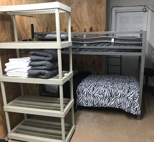 Bunk 3 of 4, shared room, cold AC, laundry