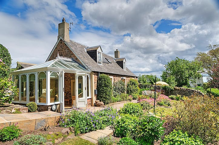 Charming country cottage nr the sea - Scottish Borders