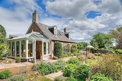 Charming country cottage nr the sea