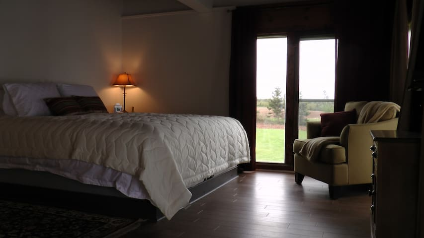 Cliffside Inn:  The Lookout Suite - Little Sands - Bed & Breakfast