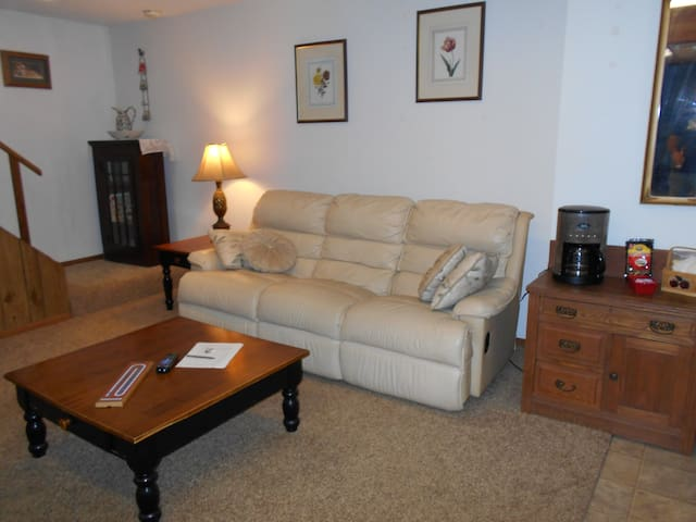 Beautifully furnished apartment - New Richmond - Casa