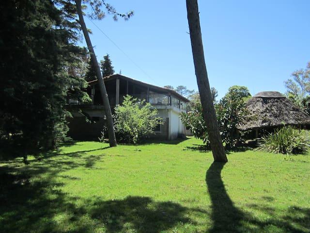 House in atlantida, great garden, near the beach!