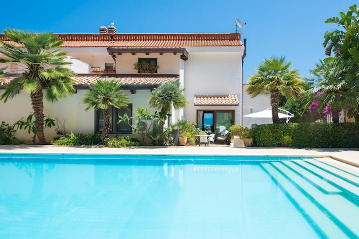 Villa Laura with **pool** by Wonderful Italy