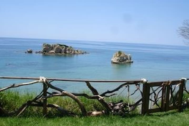 Taya Beach Front House (TBFH) - Agios Matheos - House