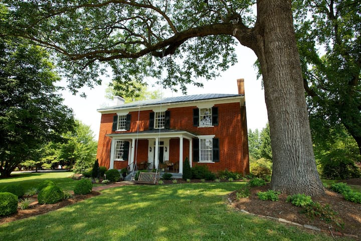 Historic 2BD Bed and Breakfast