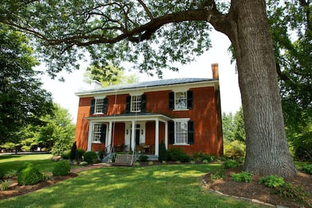 Historic Bed and Breakfast in Charlotte C.H.