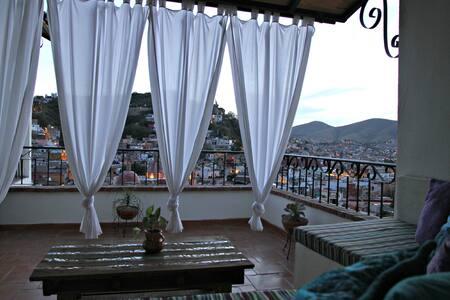 2 BR, 1.5 bath home in Guanajuato!